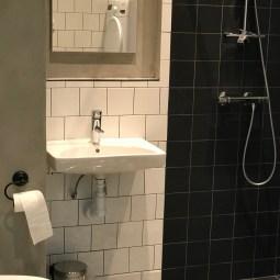 Stort badrum och ett mindre finns också