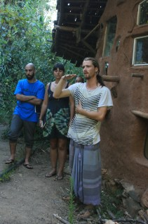 Henrik explaining natural building at Terra Alta