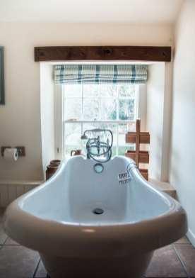Bethel Cottage Bathtub