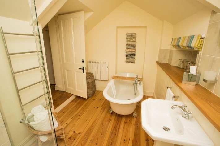 Penjerrick Cottage Bathroom