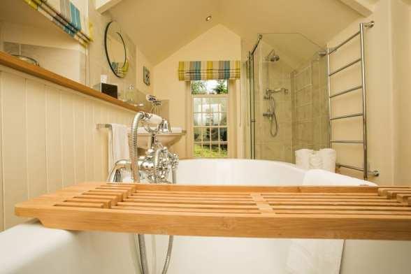 Penjerrick Cottage Bathtub