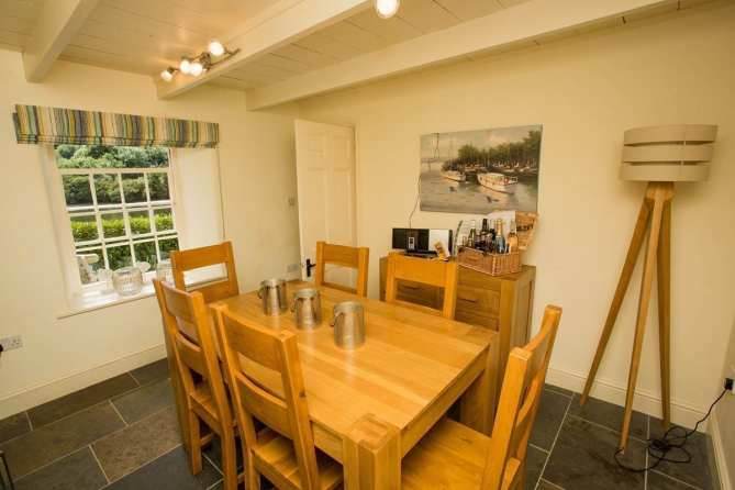 Penjerrick Cottage Dining Are