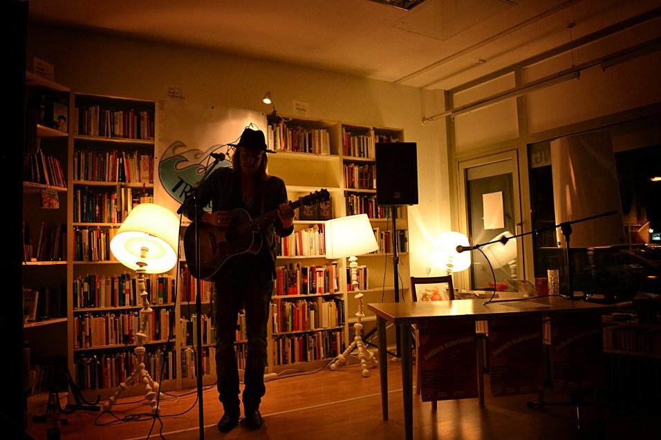 Edy Edwards rockt den bodo-Buchladen