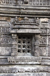 Amruteshwar Temple, exterior window carvings