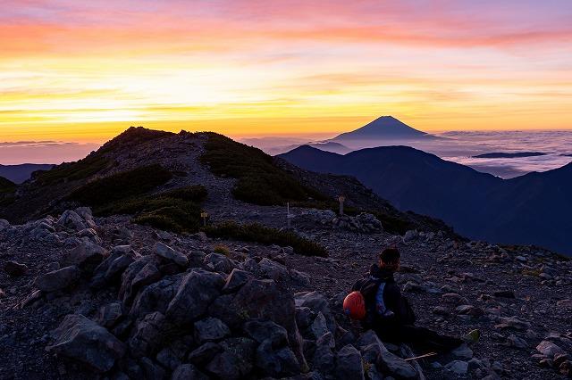 TJAR選手富士山眺めながら休憩