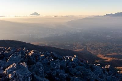 金色光に包まれる富士山