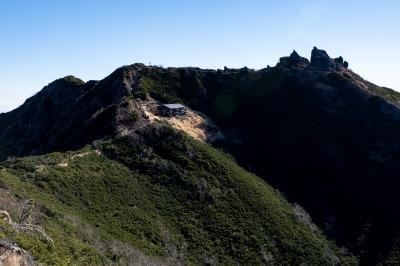 権現岳山頂と権現小屋