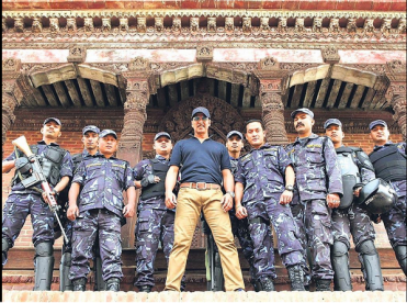 Akshay Kumar presenta con la polocia Nepalesa