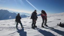 Pem Sherpa con escaladores en Mera 2