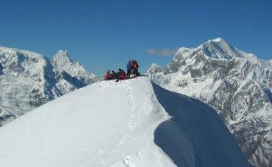 climb-pisang-peak