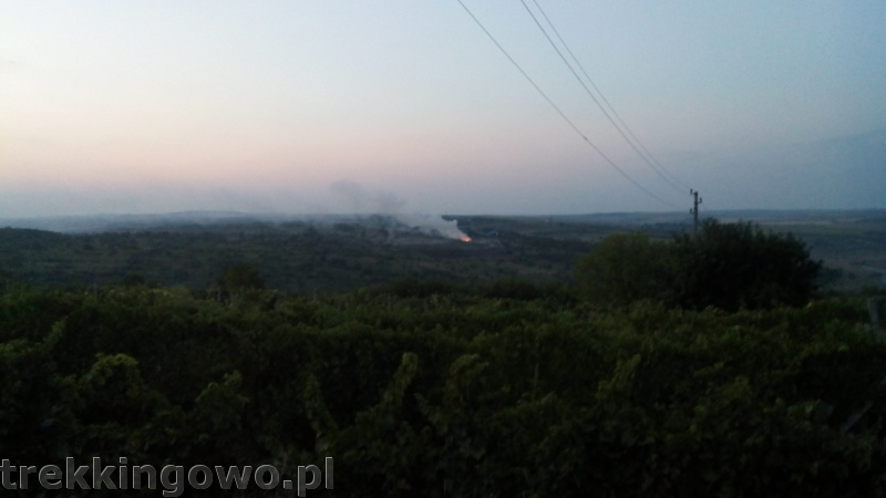 Mołdawia - Dzień 5 zachód słońca wypalanie traw trekkingowo