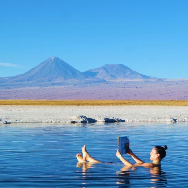 Laguna Cejar, lagoa muito salgada onde se boia sem fazer esforço.