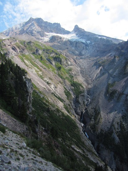 View point on Yocum Ridge to Reed Glacier and Mt. Hood