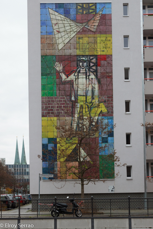 My first brush with street art was this enormous mural on my way to museum island in Berlin