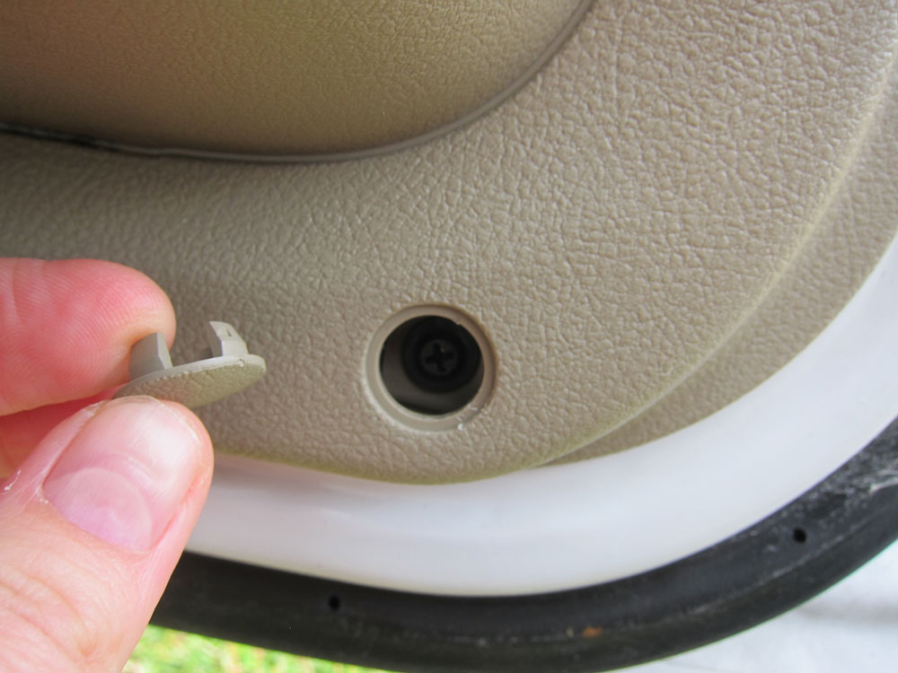 Remove the screw cover at the bottom of the door and remove the screw.