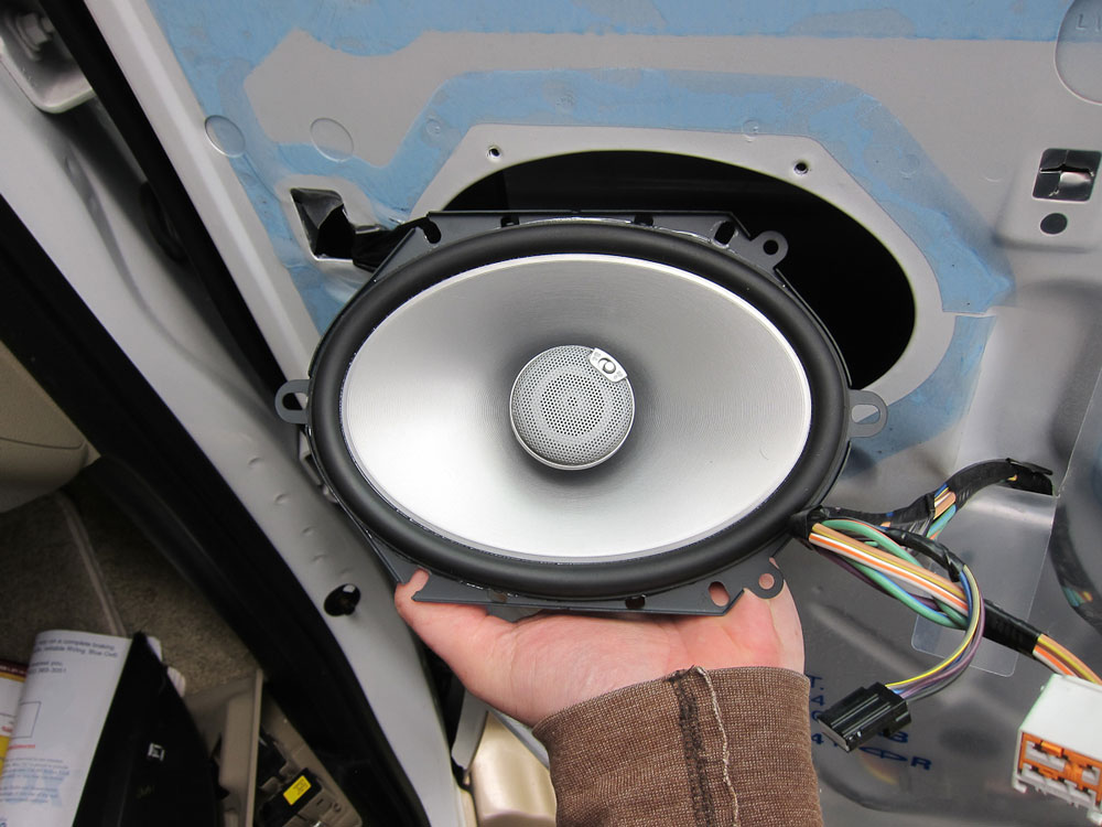 Remove the old speaker (this is the new speaker)