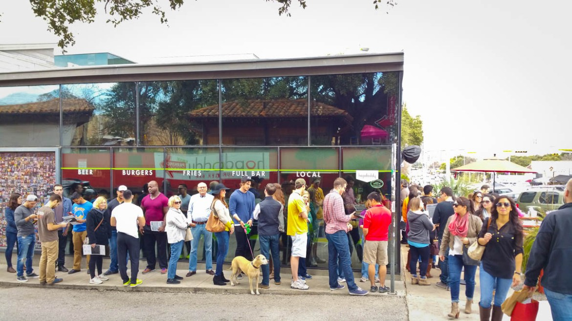 The line for this burger place wrapped around the building - I'm not waiting 2 hours for a burger!