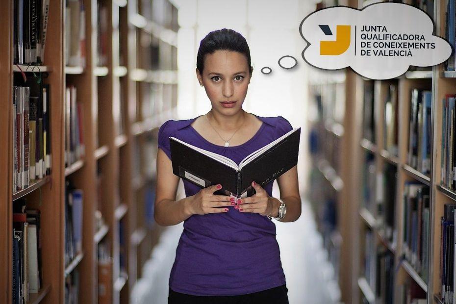 Estudiant preocupada per l'examen de valencià de la junta qualificadora