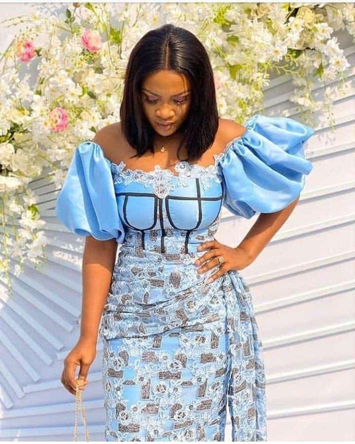 PHOTOS: Unique Asoebi Styles For Women - Latest Fashion Styles For Church & Wedding 2021