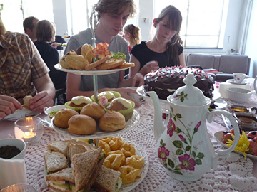 Zondag high tea in de Singer Sweatshop