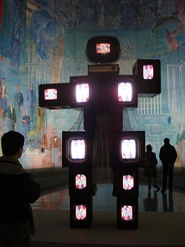 Raoul Dufy en Nam June Paik sambal bij Musee de l�art Moderne de la Ville de Paris