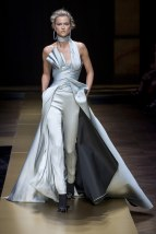 ATELIER VERSACE009fw16-couture-tc-772016
