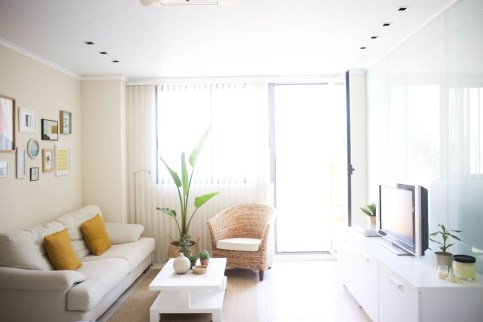 A Beautiful All White Apartment In Modern Style 17