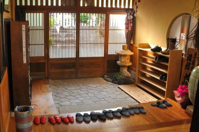 Apartment With Artistic Japanese Style Design 37