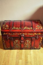 Ideas To Decorate Your House With Vintage Chests And Trunks 02