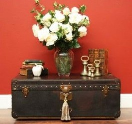 Ideas To Decorate Your House With Vintage Chests And Trunks 26