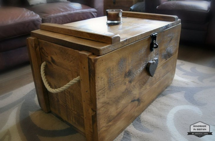 Ideas To Decorate Your House With Vintage Chests And Trunks 37