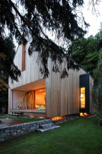 A Wooden House That's Simple On The Outside But Modern On The Inside 05