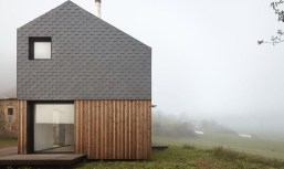 A Wooden House That's Simple On The Outside But Modern On The Inside 29