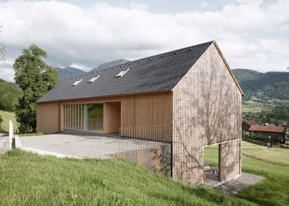 A Wooden House That's Simple On The Outside But Modern On The Inside 38