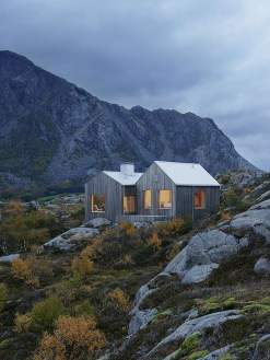 A Wooden House That's Simple On The Outside But Modern On The Inside 46