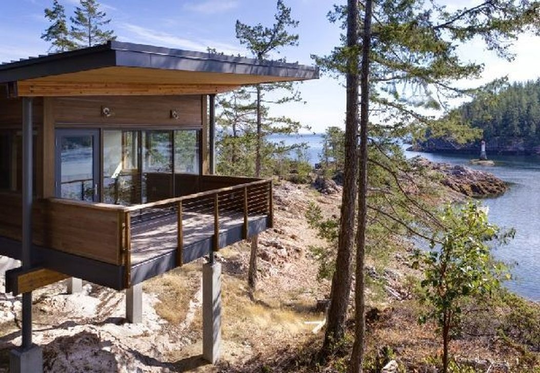 Charming And Minimalist Wooden House 16