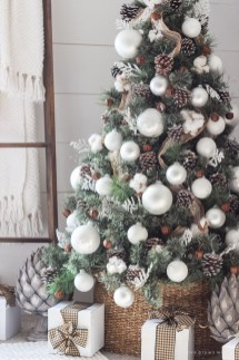 Adorable White Christmas Decoration Ideas 05