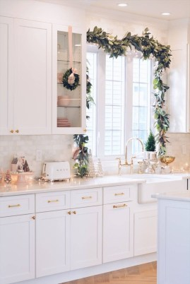 Awesome Christmas Kitchen Decor Ideas 44