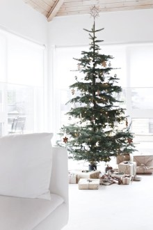 Awesome Scandinavian Christmas Decor Ideas 40