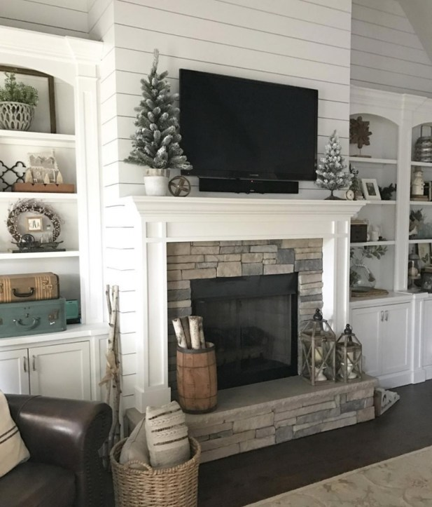 Comfy Winter Living Room Ideas With Fireplace 18