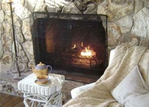 Comfy Winter Living Room Ideas With Fireplace 24