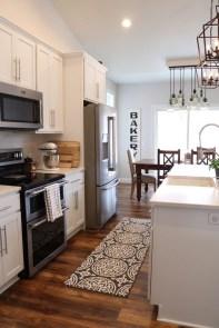 Cute Farmhouse Kitchen Remodel Ideas 10