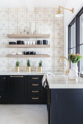 Cute Farmhouse Kitchen Remodel Ideas 24