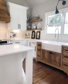 Cute Farmhouse Kitchen Remodel Ideas 41
