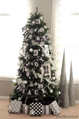 Extraordinary Christmas Tree Decor Ideas 06