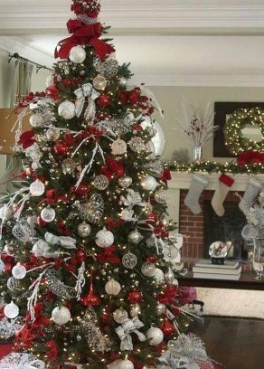 Extraordinary Christmas Tree Decor Ideas 09
