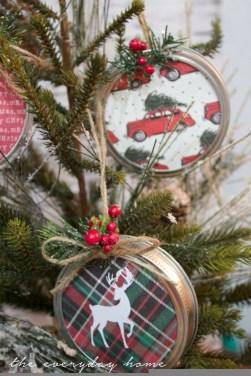 Fascinating Farmhouse Christmas Decor Ideas 07
