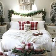 Gorgeous Christmas Apartment Decor Ideas 16
