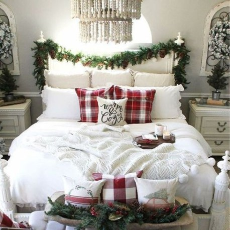 Gorgeous Christmas Apartment Decor Ideas 16