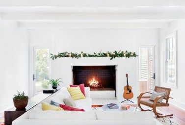 Gorgeous Christmas Apartment Decor Ideas 18